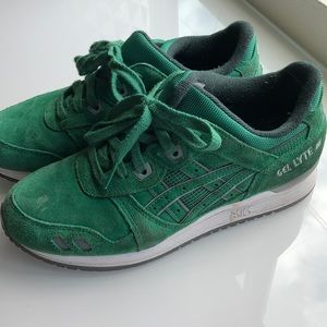 Green suede ASICS sz6 men's sz 7 women's